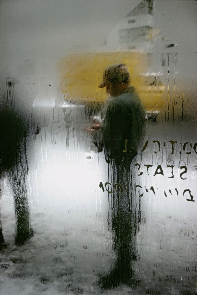006-saul-leiter-photography-the-red-list