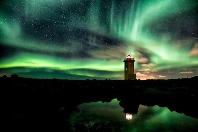 phare-aurore-boreale-islande.jpg