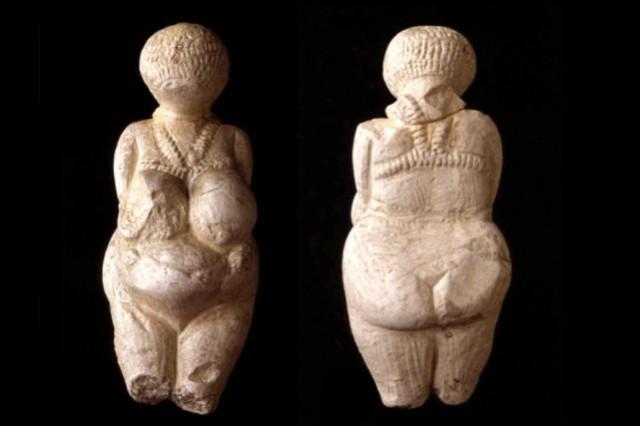 1534925-statuette-calcaire-datant-environ-25