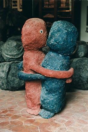 1974 Toi-Moi colles, couple en platre peint, 122cm de Hauteur Titi Parant