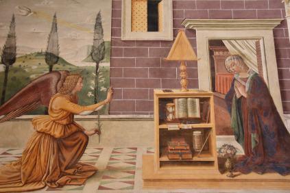 """Fresque à San Giminiano - notons quand-même le lit derrière la """"vierge"""""""