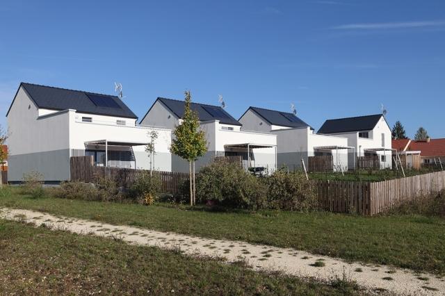 atelier-architecture-philippe-madec-32-maisons-locatives-_-qe-et-passif-_-quartier-marechal-juin-2-bourges-18-759