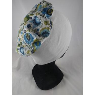 bonnet-chimio-gris-et-fleurs-bleues-et-vertes